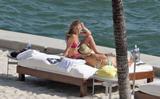 HQ's are up..... - HQs of Jennifer Aniston in Miami Beach, FL..... Foto 622 (Штаб являются до ..... - Штаб-квартира Дженнифер Анистон в Miami Beach, FL ..... Фото 622)