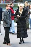 http://img42.imagevenue.com/loc181/th_26039_Taylor_Momsen_on_the_set2_122_181lo.jpg