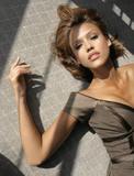 Jessica Alba Is it just me, or does it seem like she likes to roll around on the floor a LOT? Foto 548 (Джессика Альба Разве только мне или вам кажется, как она любит кататься по полу много? Фото 548)