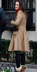 "Nov 30, 2010 - Leighton Meester - On The Set Of ""Gossip Girl"" Th_68225_tduid1721_Forum.anhmjn.com_20101201084723010_122_432lo"