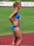 Sina Schelke Can't say that I know too much about this lady other than she is a German sprinter that runs the 200M and 400M and has one heck of a set of abs. Foto 37 (Сина Schelke Нельзя сказать, что я слишком много знаю об этой даме другим, чем она является немецкий Sprinter, который запускает 200M и 400 метров и имеет одну щеколду набор ABS. Фото 37)