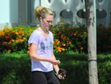 http://img42.imagevenue.com/loc474/th_55925_Julia_Stiles_leaving_the_gym_12_123_474lo.jpg