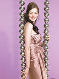 Anne Hathaway shows her legs in photoshoot for Parade magazine -