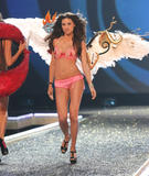 th_06815_fashiongallery_VSShow08_Show-082_122_693lo.jpg